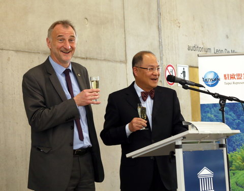 Vlnr. prof. Freddy Mortier (vicerector UGent) en Z. Exc. Tung Kuoyu (representative of Taiwan to Belgium and the EU)