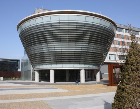 Songdo Global University Campus in opbouw: buitenaanzicht van de bibliotheek