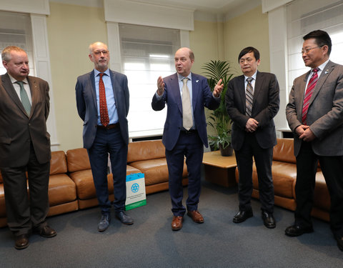 Delegatie Chinese Academy of Sciences en Xinjiang Institute of Ecology and Geography